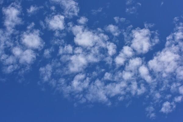 【夏】こんな雲の日も