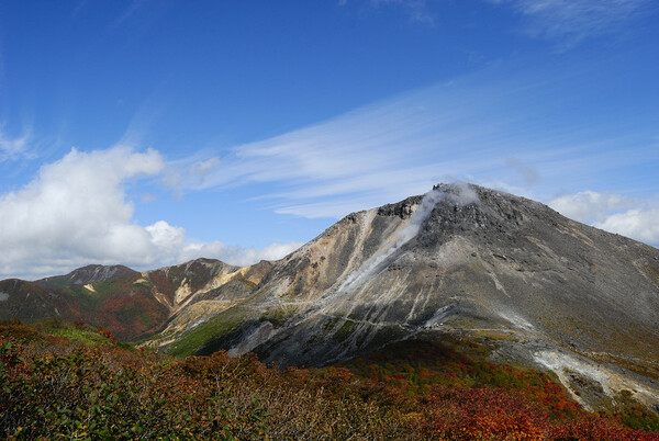 秋の空と紅葉の始まり at那須岳