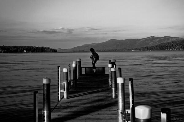 湖畔ハイカー