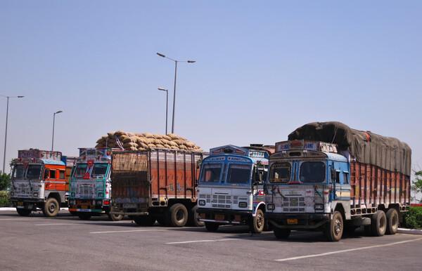 インドのトラック(野郎)