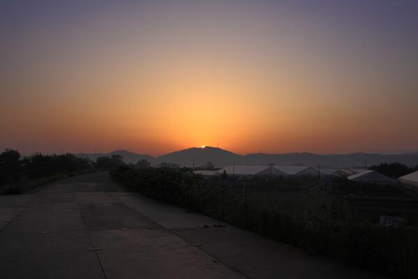 朝靄の日の出