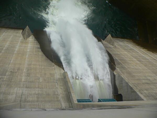 こんな暑いときは「苫田ダム放水!」