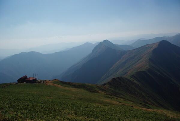 谷川岳・トマの耳から上越国境を見る