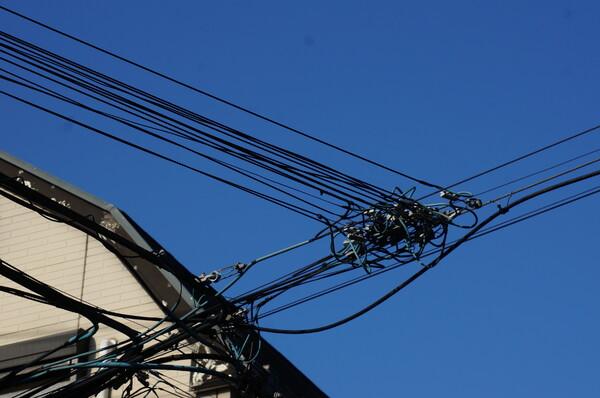 ☎線と電線