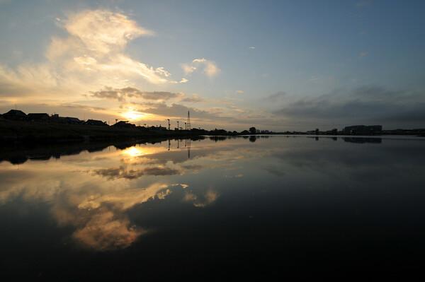 日の出〜雲輝く