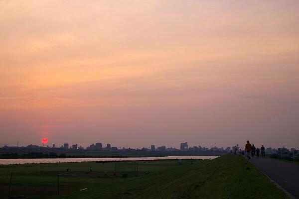 沈む夕日を見ながら