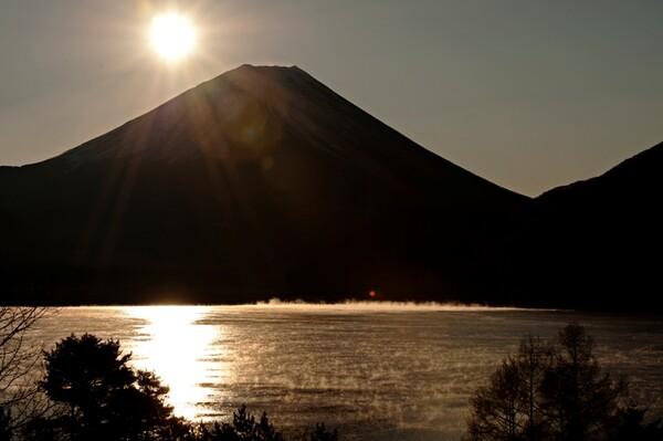 朝靄の本栖湖