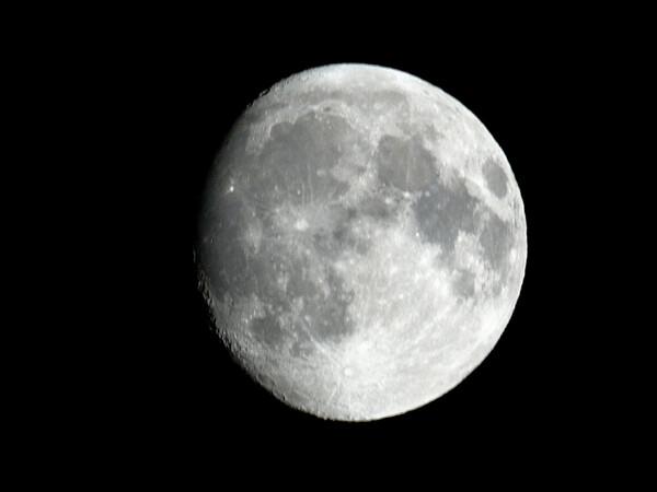 こちらも月