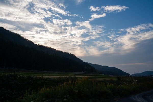 雲の多い夕空・・。