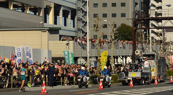 箱根駅伝復路後追い風景