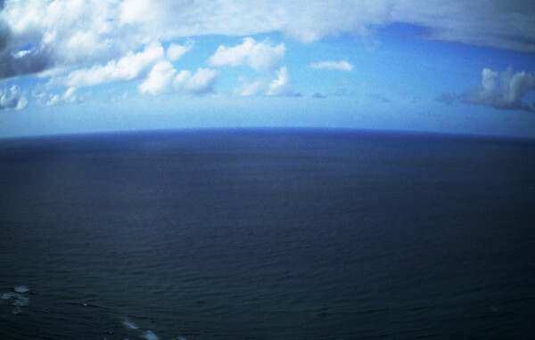 【長】い水平線のデフォルメ