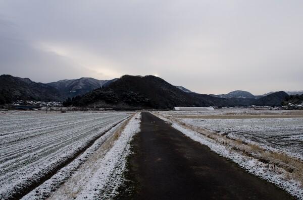 石山に朝日ので・・。