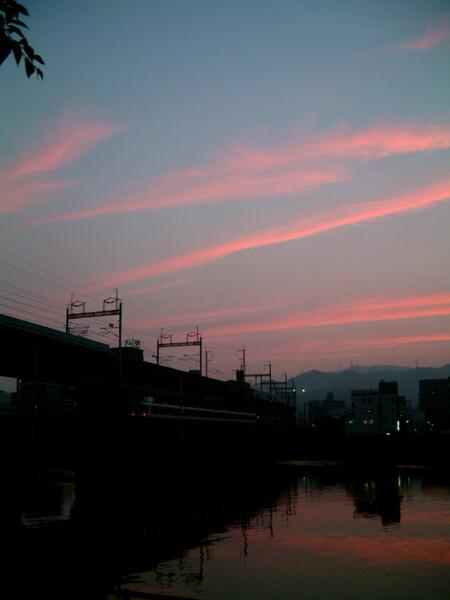 夕焼け雲とローカル線