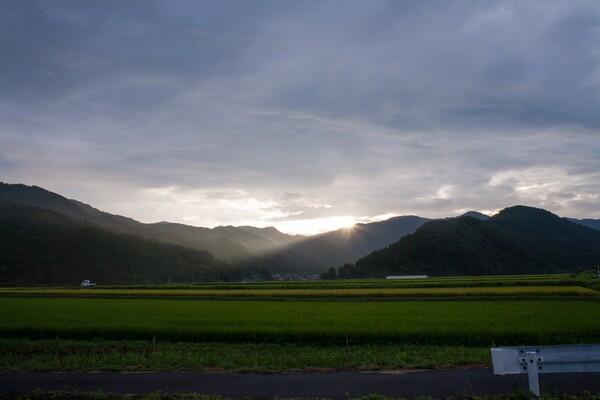 とても雲の多い朝日の出。