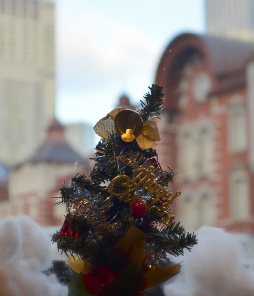 クリスマスツリーと東京駅