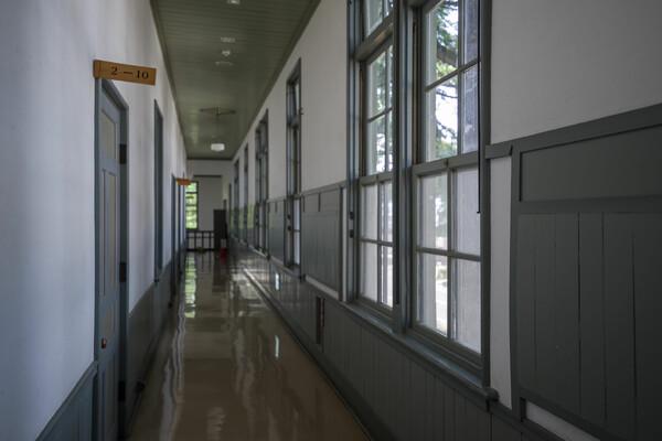 こらっ、廊下走るなぁ!