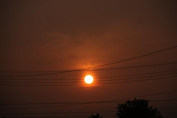 早朝の太陽