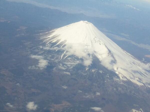 飛行機から撮影した冬晴れの富士山全景