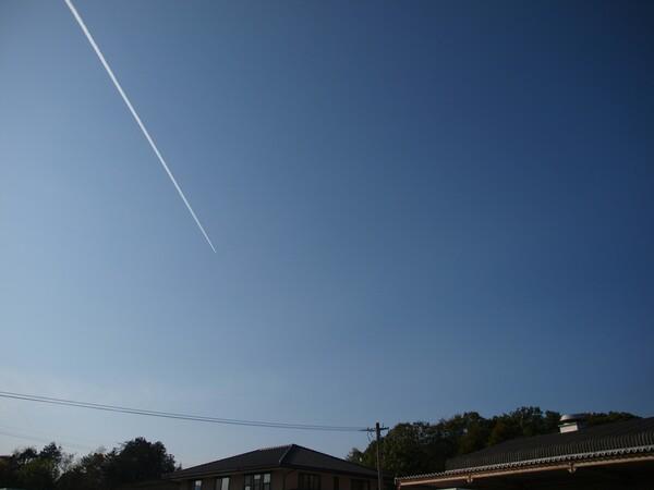 ヒコーキ雲とオリブルー