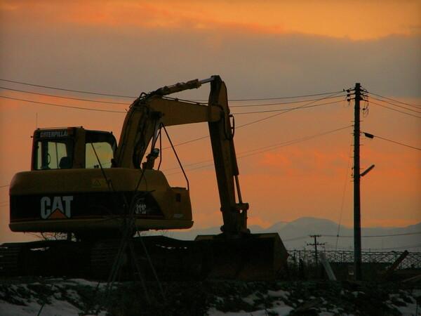 日曜日の夕方の建設機械