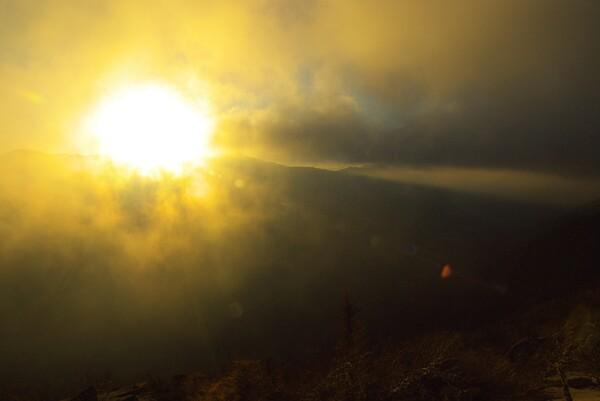 雲の中の落日