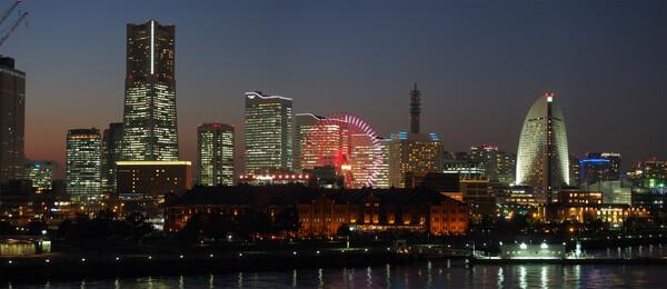 横浜の大桟橋から