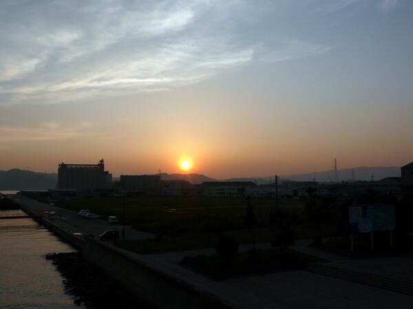 【燃】夕日の上の雲