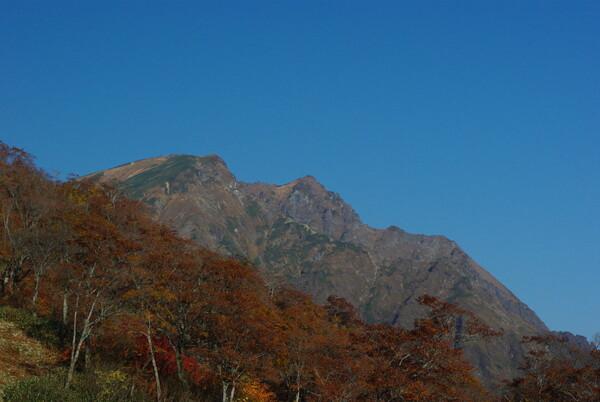 天神平から谷川岳をのぞむ
