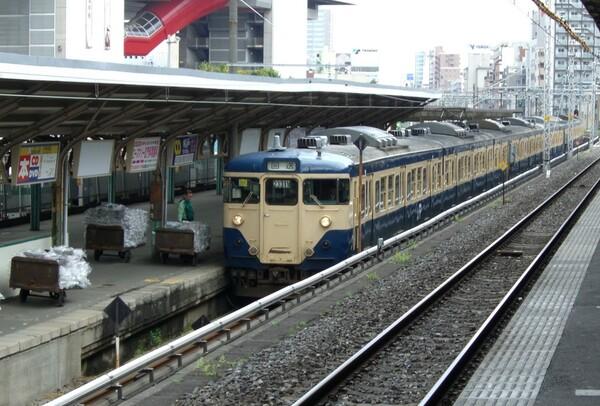 歴史の幕を閉じる新聞輸送列車
