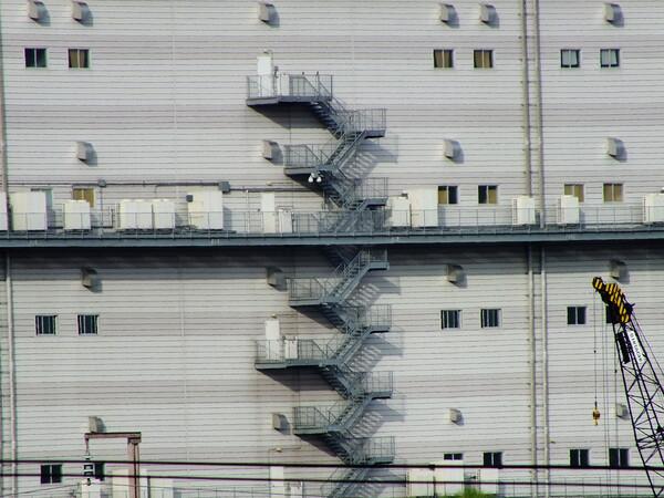 工場の非常階段