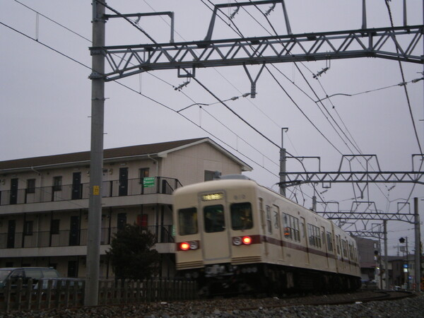 走行中の新京成800系