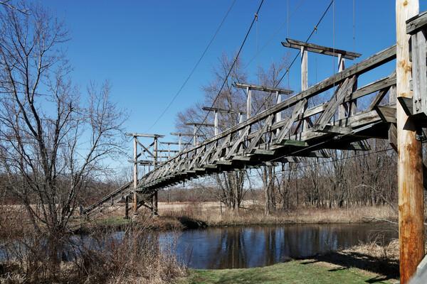ポチャック湿地帯の吊り橋