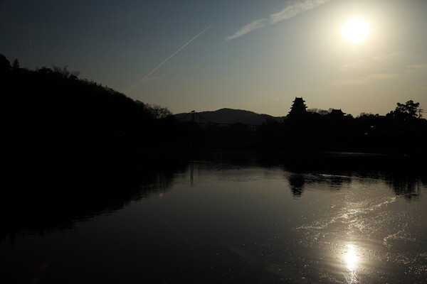 逆光の岡山城