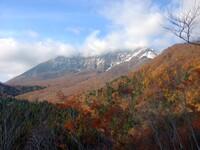 紅葉と初冠雪