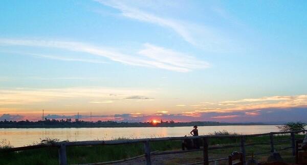 【トキメキの色】 メコン河の夕日
