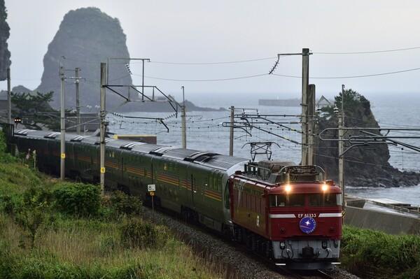 海辺の電車 4