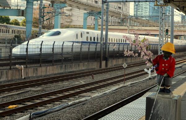 朝の浜松町駅風景