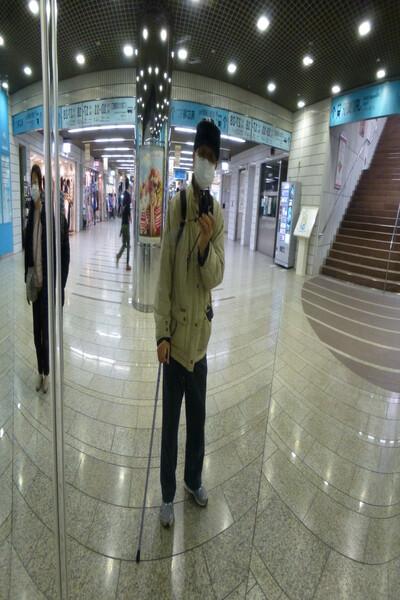 凸面鏡の中の私
