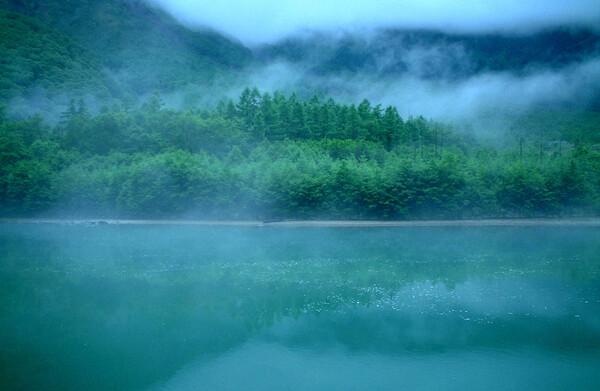 雨の大正池