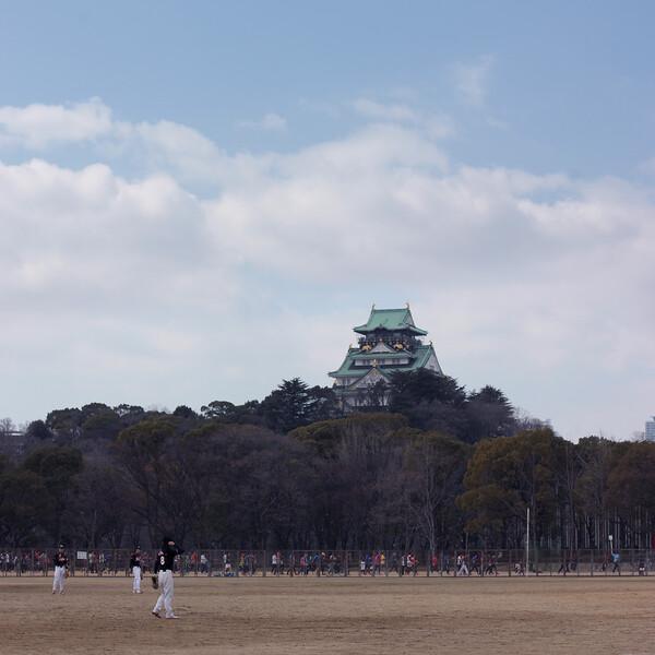 大阪城と野球場