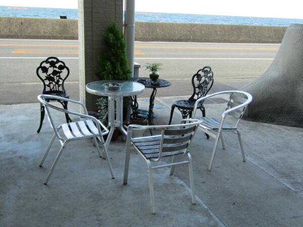 鳴門海峡を眺めるテーブル