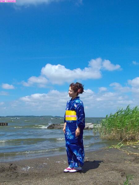 【水】水辺に美女、何を思う・・・