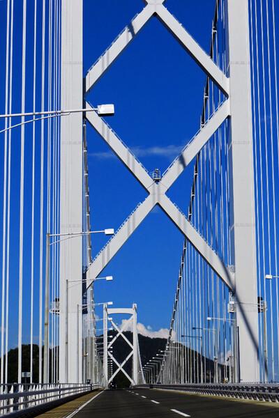 【天】を突く因島大橋