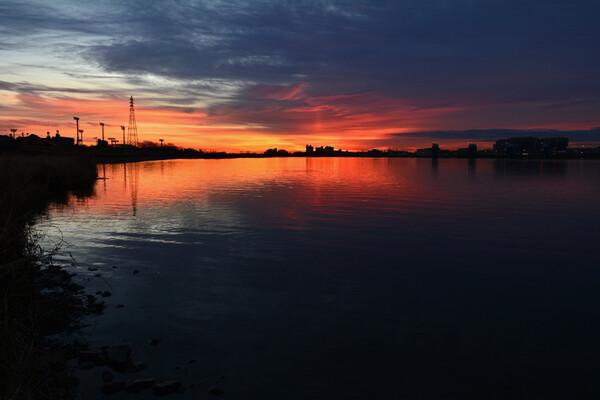 夜明けの太陽柱