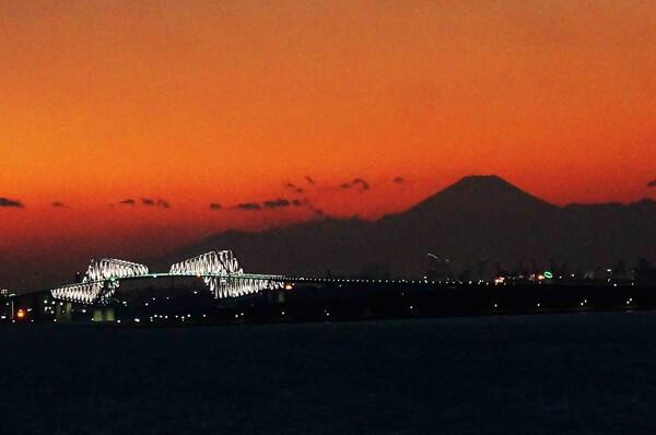 「富士とゲートブリツチ」